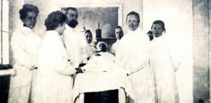 Рис. 5 Группа сотрудников Мытищинской лечебницы. Середина 1900 годов.